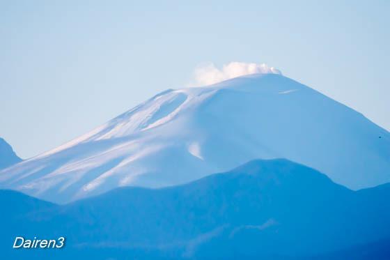 煙たなびく浅間山