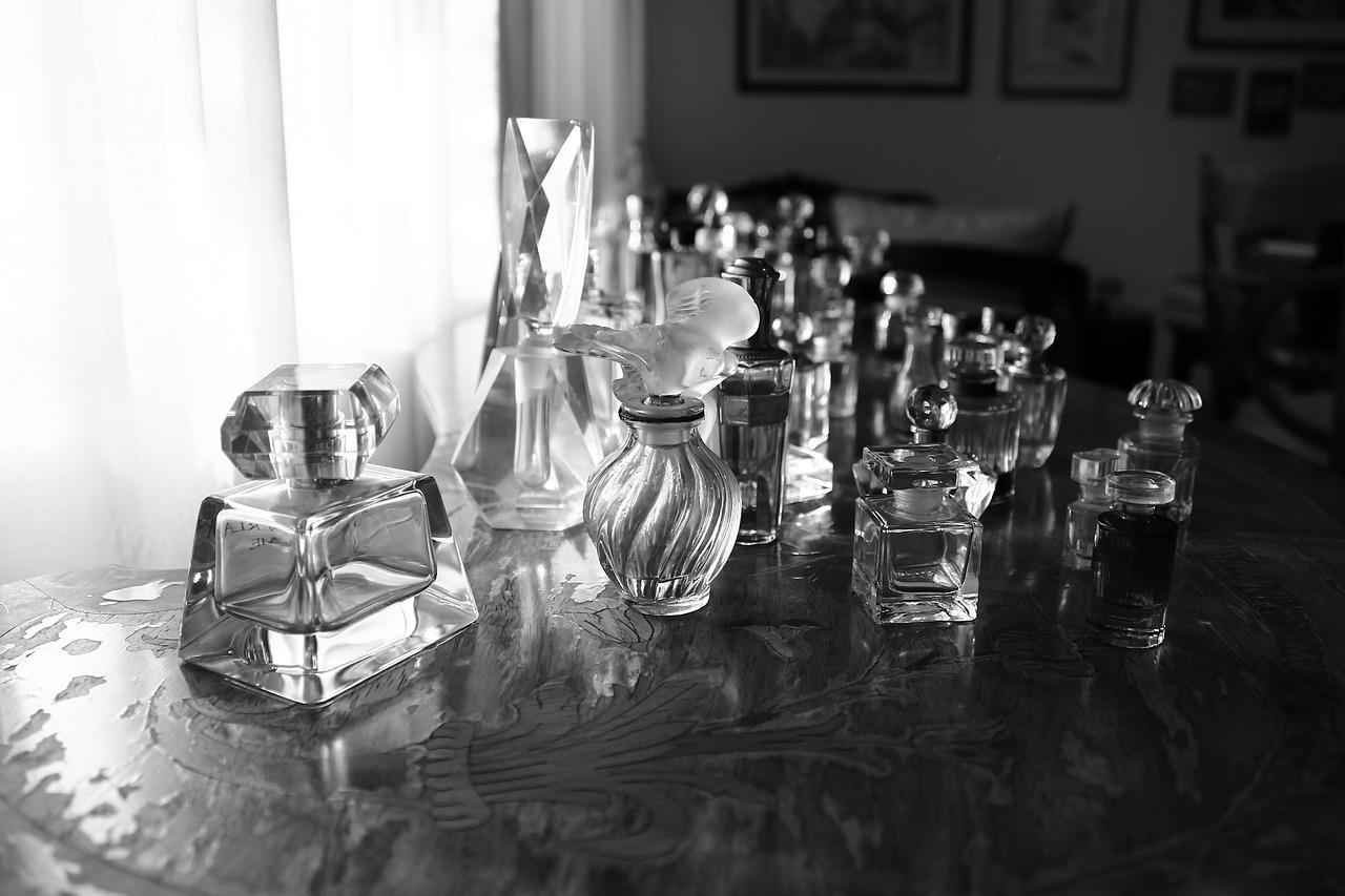 perfumes-1171391_1280.jpg