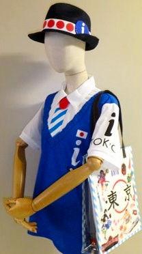 2020年東京五輪・パラリンピックの観光ボランティアチームの制服の一つ。昨年6月にお披露目されたデザインは、ネット上で否定的な声があがった=東京都提供