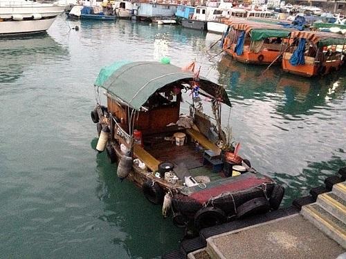 「サンパン」(木造船)支那南部や東南アジアで使用される、平底の木造船