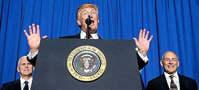 米国のトランプ大統領は2017年1月25日、メキシコ国境沿いの壁建設など不法移民対策を強化する二つの大統領令に署名した。国土安全保障省で演説したトランプ氏は「米国は国境を取り戻す。国境のない国は国ではない