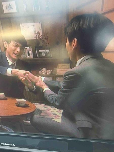 驚愕!以前より日本の伝統文化無視、韓国押しの #NHK #朝ドラ「 #べっぴんさん 」で、主人公の夫についに朝鮮式握手をさせた!