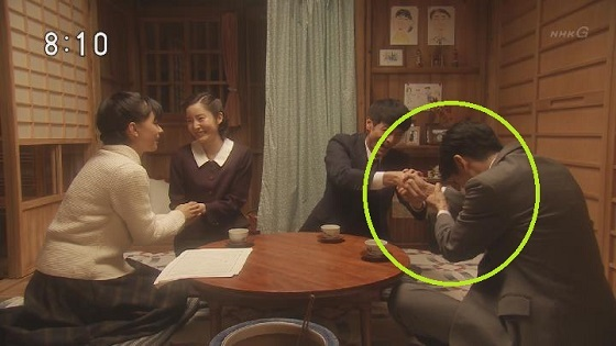 驚愕!#NHK #朝ドラ「 #べっぴんさん 」で、主人公の夫についに朝鮮式握手をさせた!