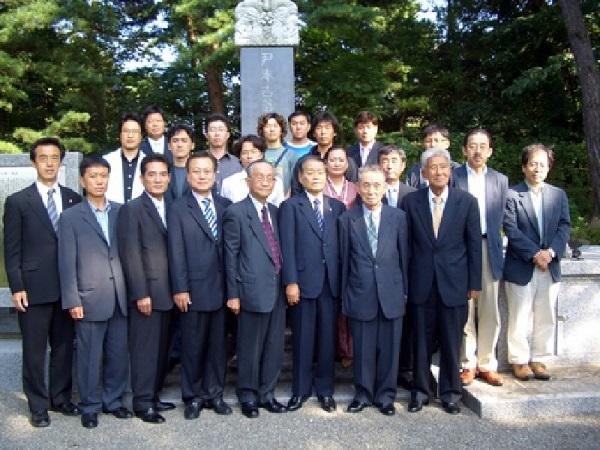 金沢を訪問した韓国人の一行と日本の尹奉吉義士追慕会会員たち