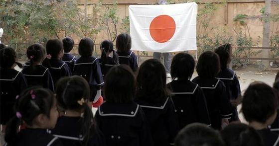 大阪塚本幼稚園の朝は「国歌斉唱」「教育勅語」「五箇条のご誓文」から始まる