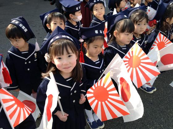 塚本幼稚園の園児たち