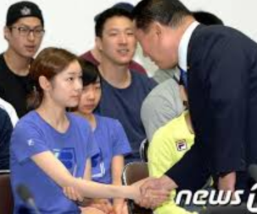 キムヨナの朝鮮式握手