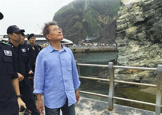 韓国野党の文在寅前代表が竹島上陸、大統領選に向けPR?