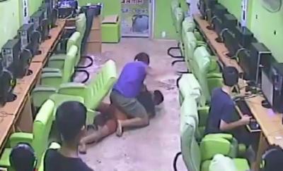 【Fight!】インターネットカフェで襲われるヲタが強かった!
