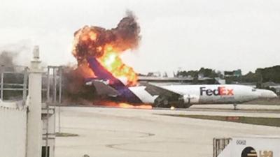 【衝撃!】国際宅配で有名な「FedEx」の貨物機が出火!その生々しい映像!