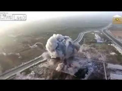 【衝撃!】ドローンが捉えた車爆弾爆発の瞬間!