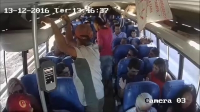 【衝撃!】ブラジルの路線バスで強盗!