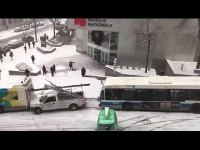 【笑える!】カナダ・モントリオールで次々に滑ってくる車両を見てると笑える!