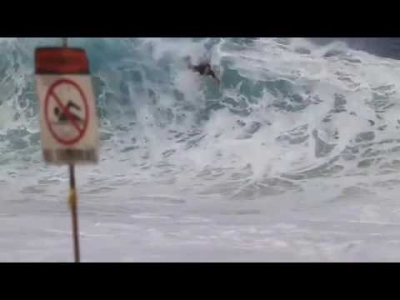 【苦笑】泳いじゃダメ!って書いてあんじゃん!