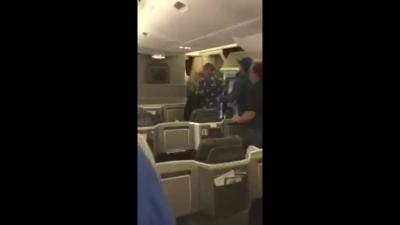 【衝撃!】アメリカン航空火災で乗客が機内から撮影した映像が生々しい!