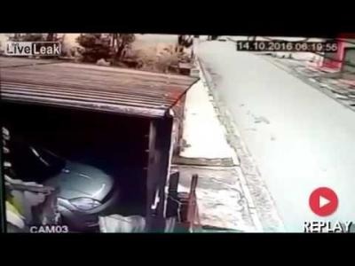 【衝撃!】車を奪い取ろうとしたら・・・・・警察だった!(観覧注意!)
