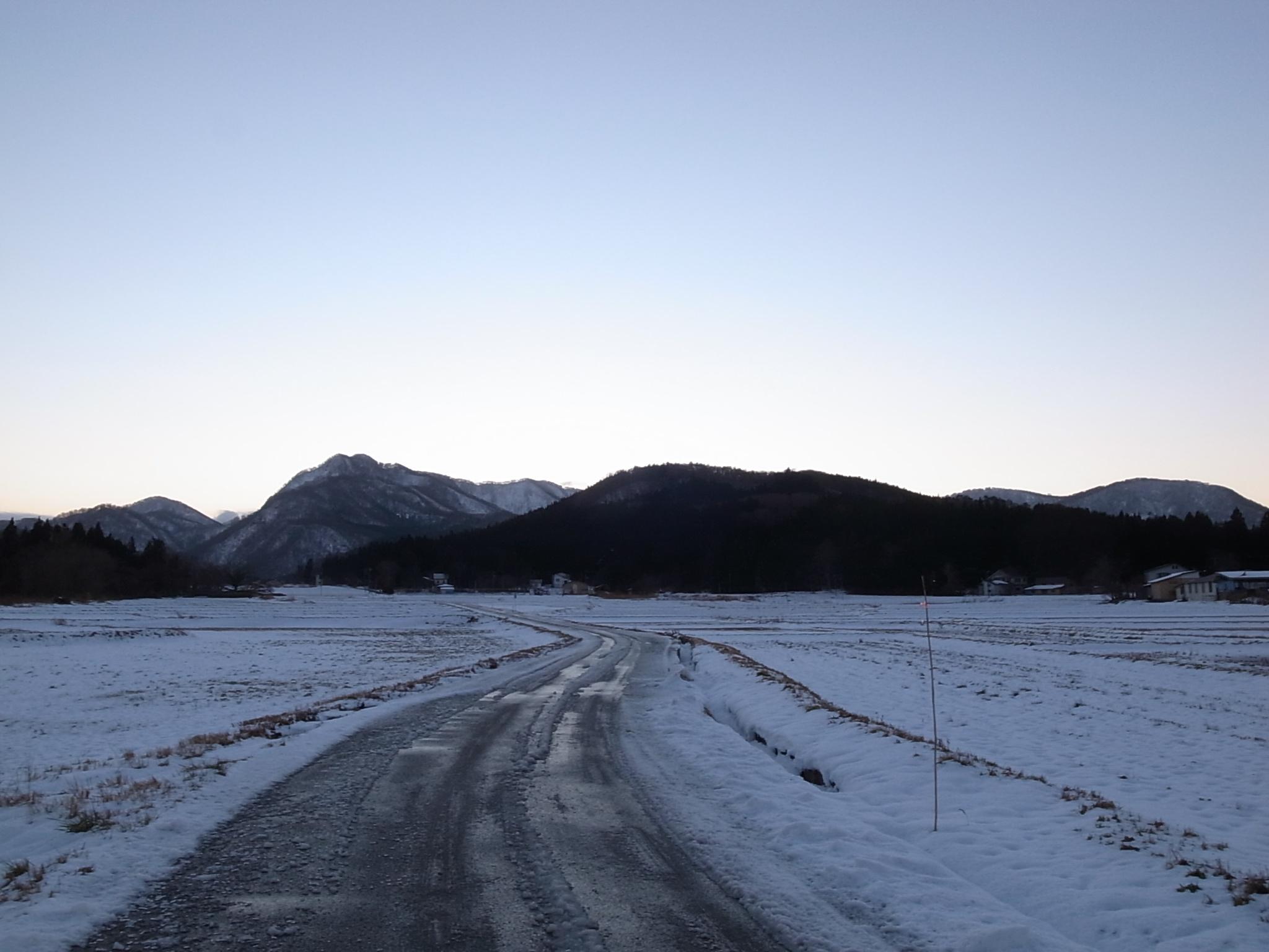 田んぼ雪道