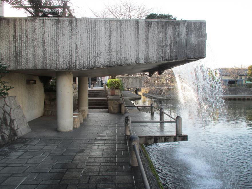 滝のトンネル3