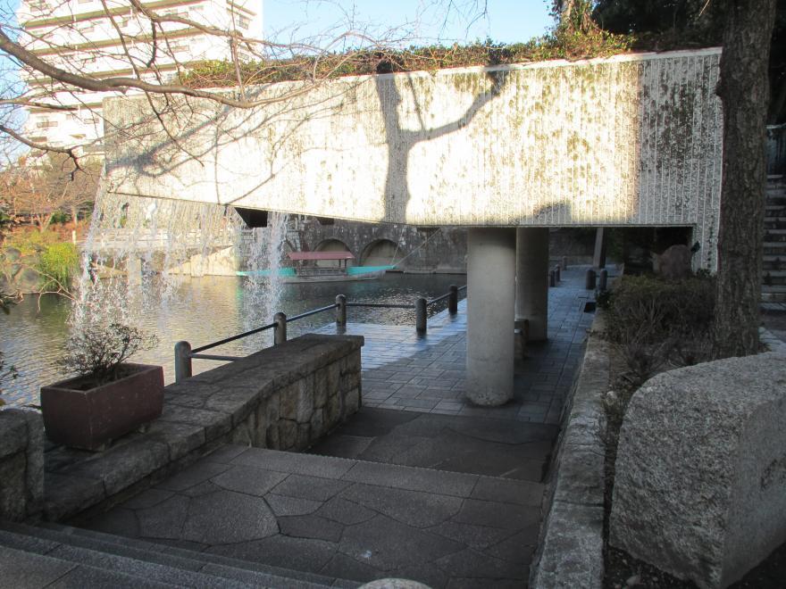 滝のトンネル2