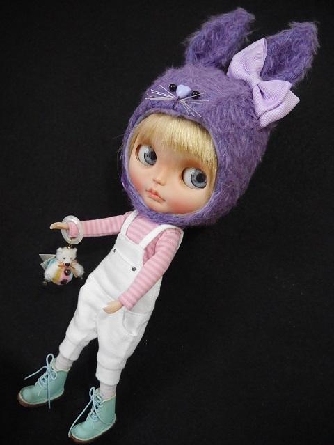 紫のウサギ