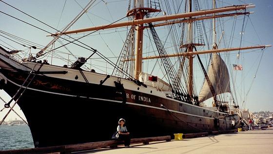サンディエゴ港の帆船レストラン