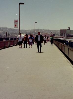国境の橋-2