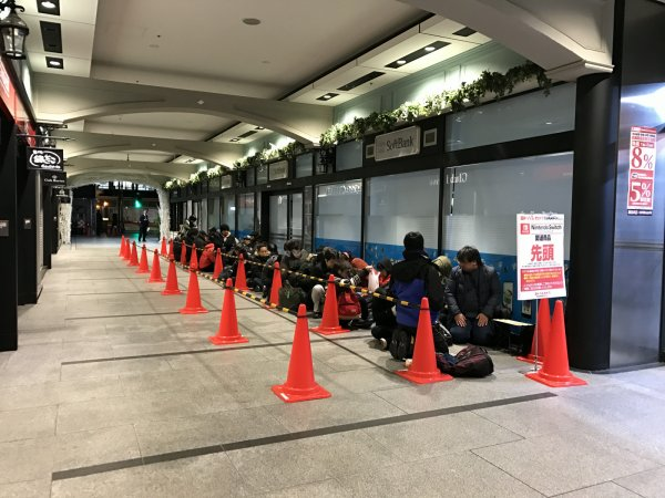 『Nintendo Switch』アキバヨドバシ 朝5時の時点で50人以上の行列