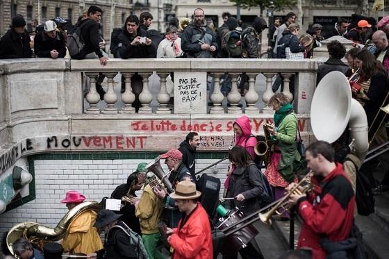 パリ、抗議集会 Nuit debout