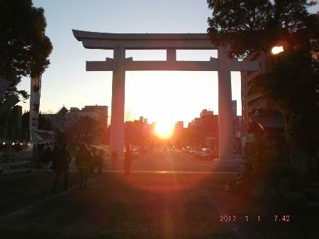 照国神社(07:42)初日の出