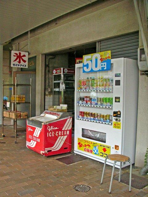 店頭の安い自販機