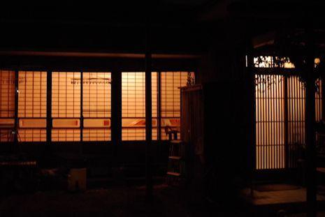 蘇った古建具・夜の眺め