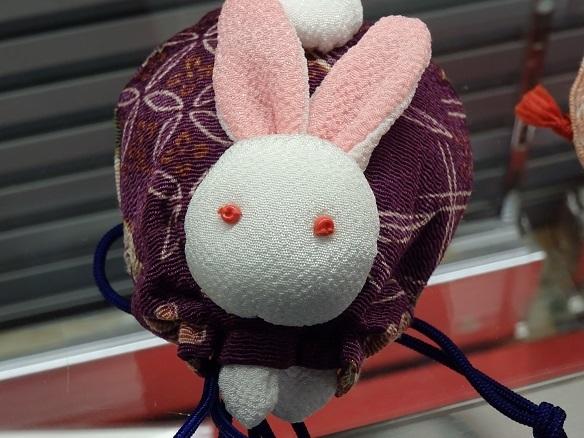 ウサギ置物①