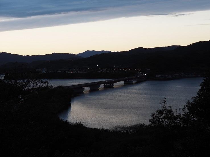 夕闇の浜名湖