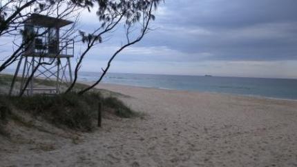 ホテル近くの海
