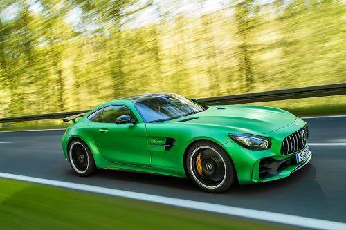 2016-Mercedes-Benz-AMG-GTR_02