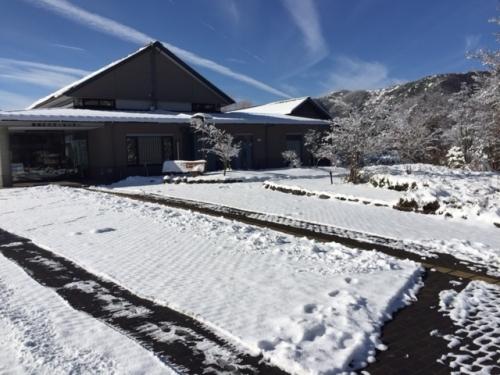 雪景色のビジターセンター