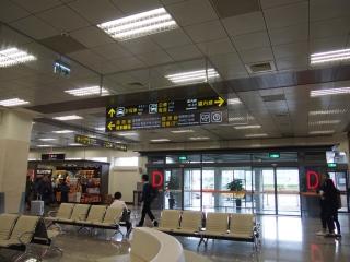 松山空港内