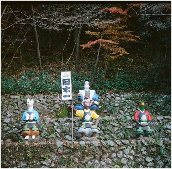 6-n-ローライ3-桃太郎神社-portra400-2016-12-11-99090005_R