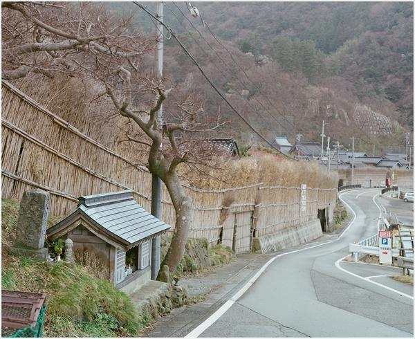 2-1-ペンタ67-105mm-portra400-2017-1-4-輪島-1019000610180010_R