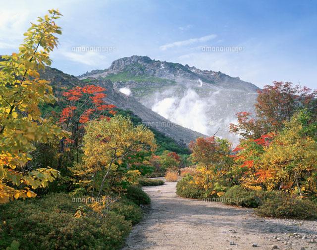 硫黄山と紅葉
