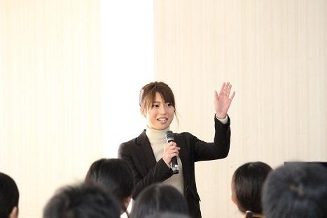 司会尾崎さん