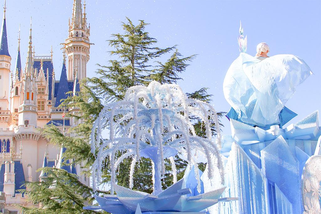雪とエルサとシンデレラ城1