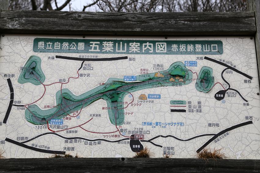 20161120赤坂峠登山口の看板