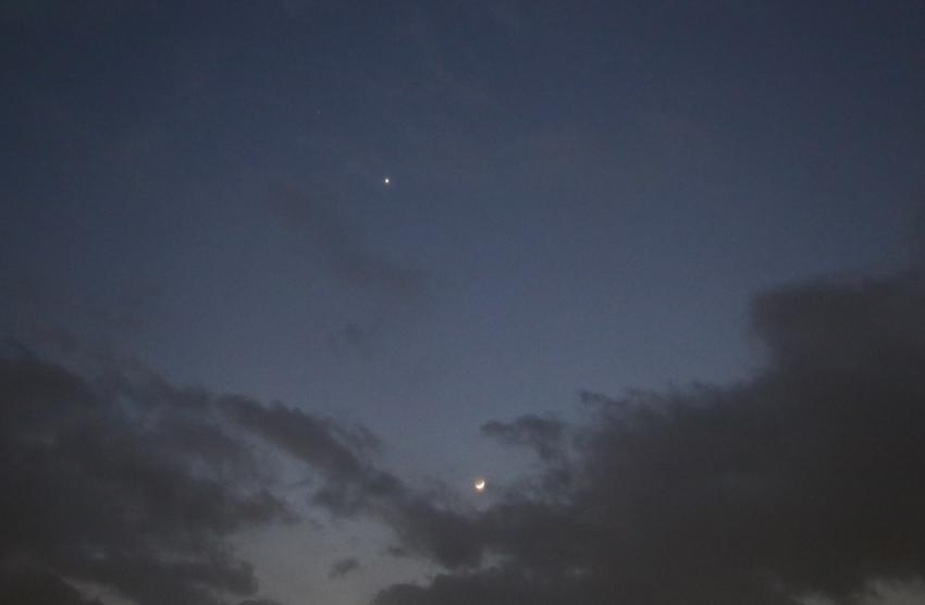 20170130夕方の月と金星