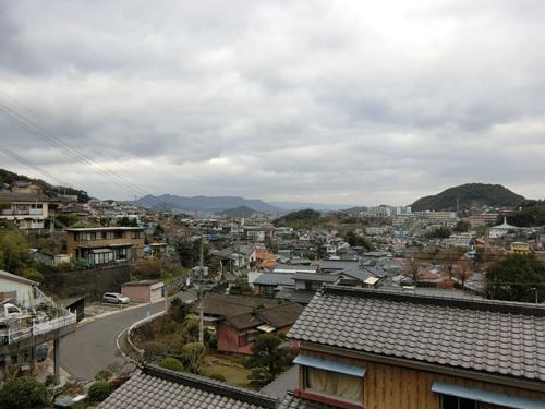 今朝も曇り空です。