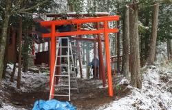 2017初午鳥居建て2