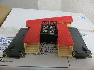分解したスーパーレール跨線橋