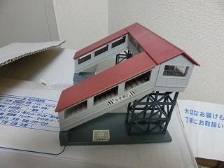 跨線橋(屋根:あずき色・通路:グレー)②