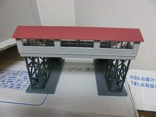 跨線橋(屋根:あずき色・通路:グレー)③