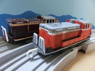 「わたらせ渓谷鉄道 DE10 1537号機」と並べて撮影